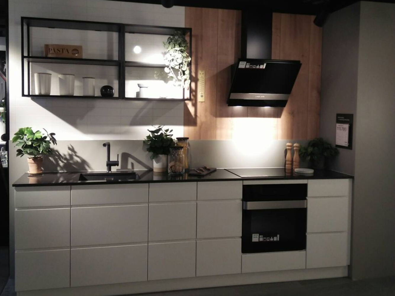 Mano matte kitchen thonglor.jpg