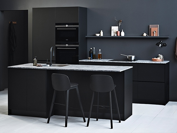 Prato black kitchen 3.jpg
